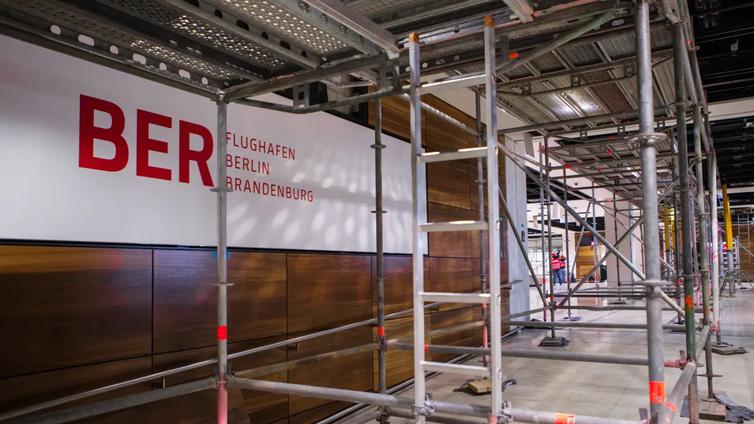 Berliinin uusi lentoasema BER valmistuu kahdeksan vuotta myöhässä