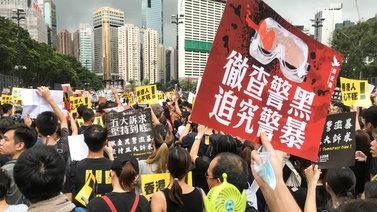 Sadat tuhannet ihmiset vaativat demokratiauudistuksia Hongkongissa