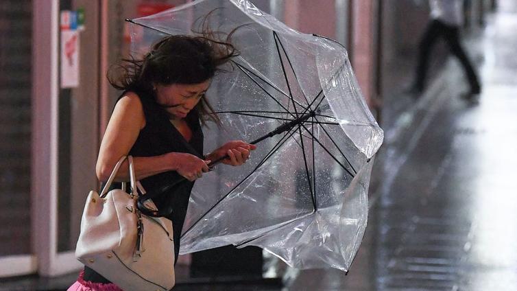 Taifuuni teki tuhojaan Tokiossa
