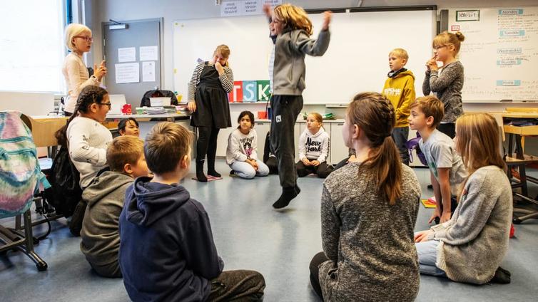 Positiivinen palaute motivoi koululaisia parempaan käytökseen