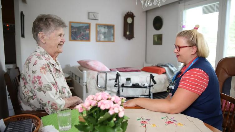 Hallitus aikoo kirjata hoitajamitoituksen lakiin elokuussa 2020