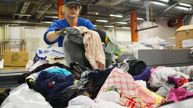 Suomi hakee kiivaasti ratkaisua 70 000 tonnin tekstiilijätevuorelle