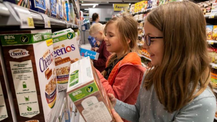 Koululaisille opetetaan ruuan alkuperää ja kuluttajataitoja kaupassa