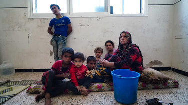 Pakolaiskriisin keskellä kaikesta on pulaa – ruoasta, vaipoista ja patjoista