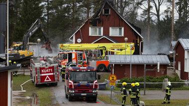 Nurmijärveläiset surevat tuhopoltoissa palaneita koulujaan