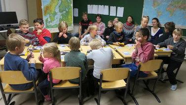 Koululaisten salapoliisikerhossa opetellaan etsivän taitoja