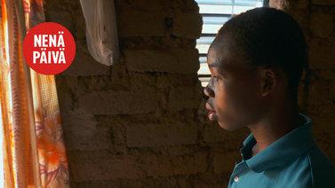 17-vuotias Jeremy opiskelee räätäliksi kehitysyhteistyön avulla