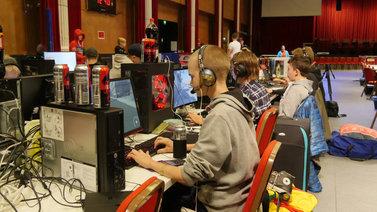 Hämeenlinnassa rakennetaan nuorille e-urheilun pelikulttuuria