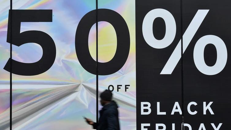 Musta perjantai hullaannutti suomalaiset - harvat hinnat ovat oikeasti halpoja