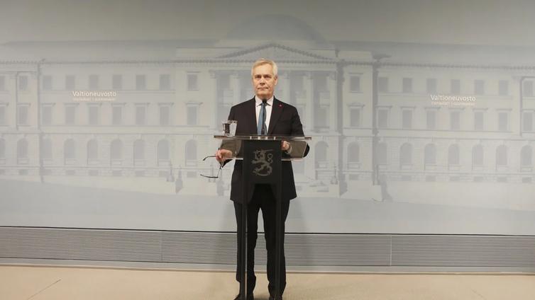 Pääministeri Antti Rinne erosi tehtävästään
