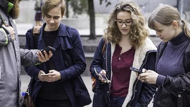 Tekstiviestien kirjoittamisesta on tullut kansalaistaito
