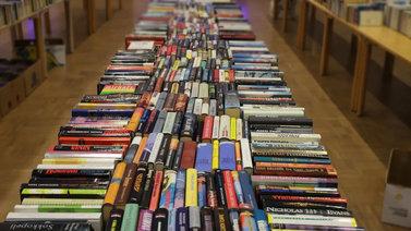 Antikvariaattiyrittäjä päätti jakaa yli 25 000 kirjaa ilmaiseksi