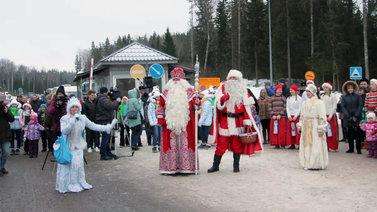 Joulupukki ja pakkasukko tapasivat valtakunnan rajalla Tohmajärvellä