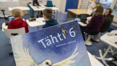 Suurin osa suomalaisista muuttaisi koulujen uskonnonopetusta