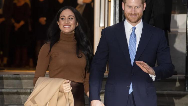 Prinssi Harry ja herttuatar Meghan jättävät yllättäen kuninkaallisen roolinsa
