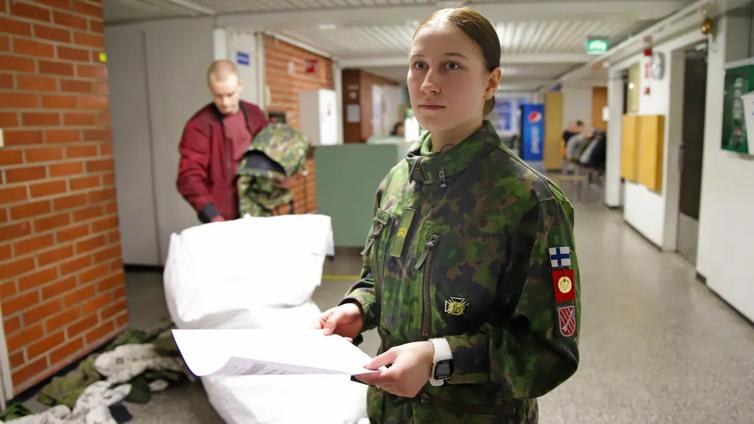 Armeijan ilmainen johtajakoulutus kiinnostaa nuoria
