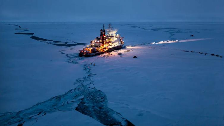 Jäälautalla ajelehtivat tutkijat selvittävät arktisen merialueen tilaa