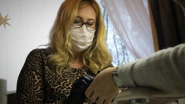 Rakennekynsien ja ripsiliimojen aiheuttamat oireet lisääntyvät