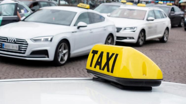 Taksiuudistus heikensi taksien luotettavuutta ja hinnat nousivat - ongelmiin haetaan pikaista muutosta