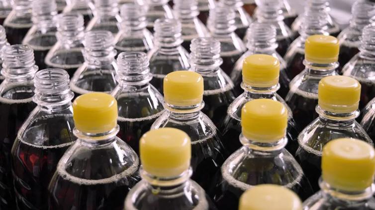 Palautuspulloista tehdään uusia pulloja, pakkauksia ja vaatteita
