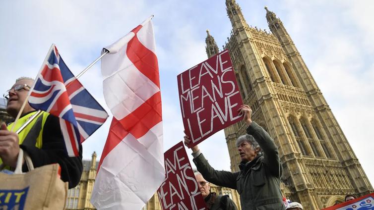 EU-parlamentti hyväksyi Britannian ero-sopimuksen selvin luvuin