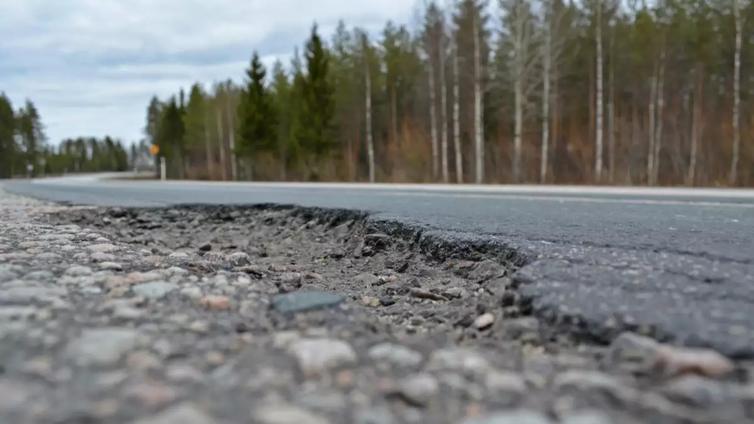 Suomessa on tuhansia kilometrejä huonoja teitä