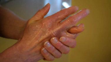 Huolellinen käsienpesu ehkäisee tehokkaasti koronaviruksen leviämistä