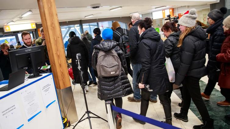 Viro sulkee rajansa koronan vuoksi