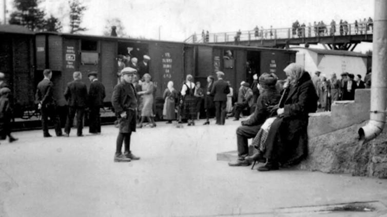 80 vuotta sitten 400 000 Karjalan evakkoa tarvitsi kodin pikavauhdilla