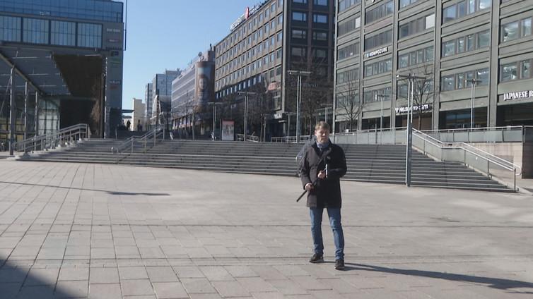 Koronan aiheuttamat rajoitukset ja suositukset  hiljensivät kaupunkien katuja