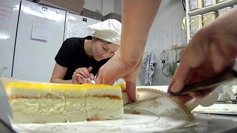 Kondiittoriopiskelijan leivokset valmistuvat myös kotikeittiössä
