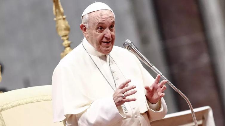 Paavi piti palmusunnuntain messun tyhjässä kirkossa
