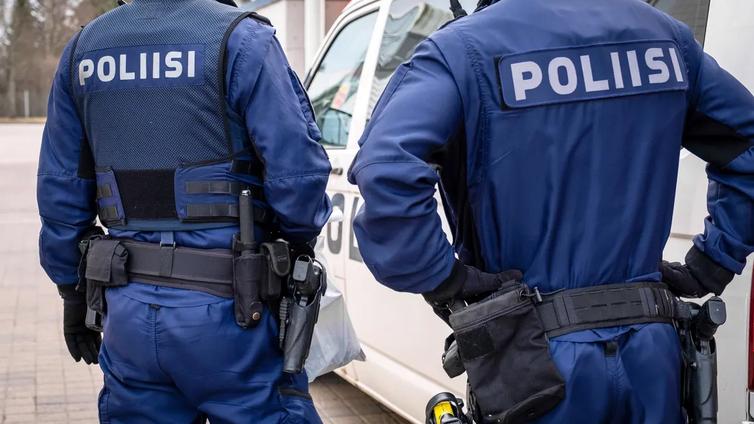 Poliisi on joutunut puuttumaan nuorten öisiin joukkokokoontumisiin