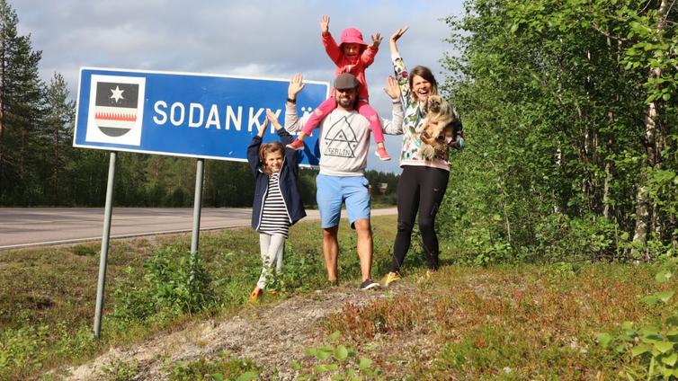 Tubettaja Inari Fernandez kuvaa perheensä elämää Sodankylässä