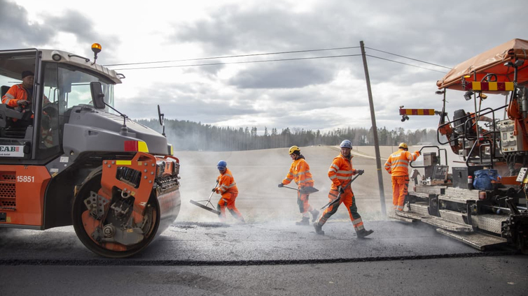 Maanteille vedetään noin 4 000 kilometriä uutta asfalttia