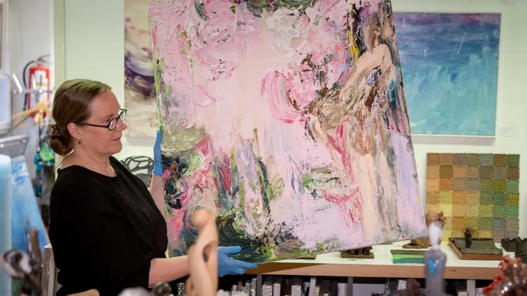 Taiteesta innostuneet nuoret ostavat teoksia verkosta