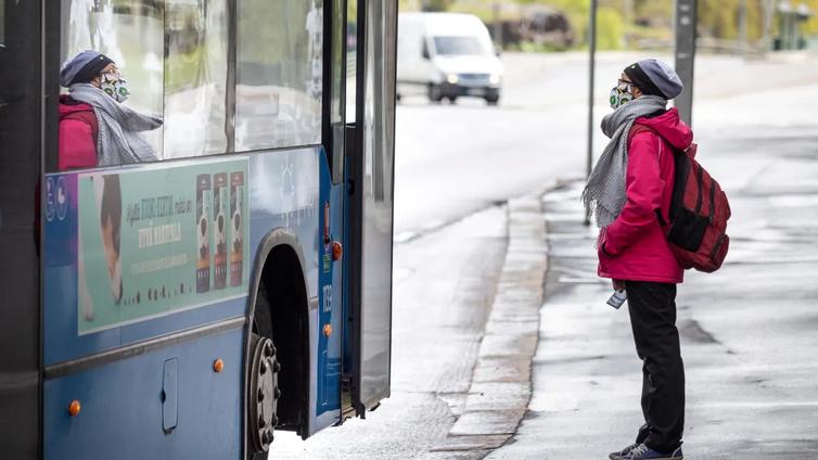 Linja-autoliikenne joutui ahtaalle, kun koulukyydit ja tilausajot loppuivat