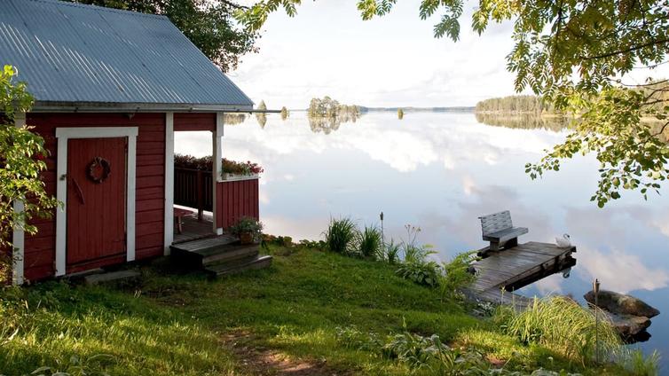 Korona innosti suomalaiset mökkikaupoille