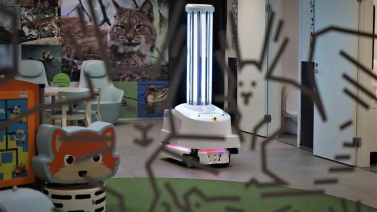 Siivousrobotti torjuu koronavirusta ultraviolettivalolla