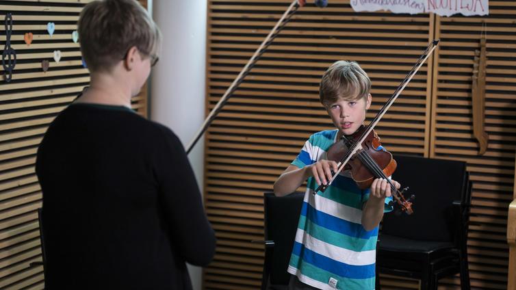 Näppärikoulu tarjoaa ryhmäpainotteista kansanmusiikkiopetusta