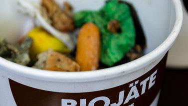 Biojätteen kierrätys on monille liian vaikeaa