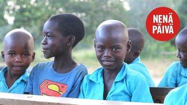 10-vuotias Baraka käy koulua 9 tuntia usein ilman ruokaa