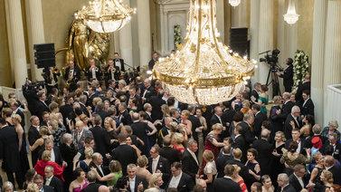 Koronavuosi estää perinteiset Linnan juhlat - luvassa uutta ohjelmaa