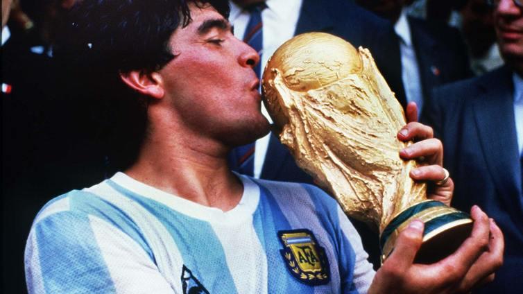 Jalkapallolegenda Diego Maradona on kuollut