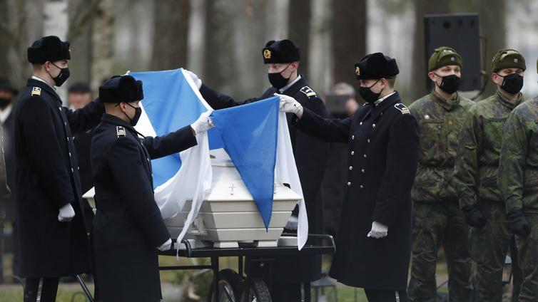 Viimeinen Mannerheim-ristin ritari Tuomas Gerdt saatettiin haudan lepoon