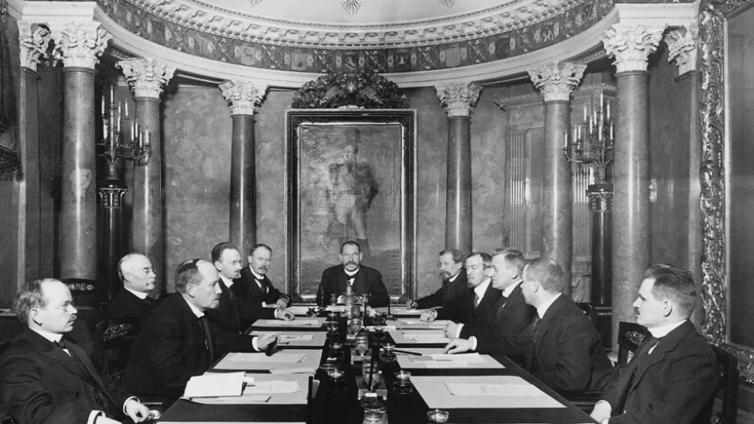 Suomen itsenäisyysjulistus allekirjoitettiin synkissä tunnelmissa