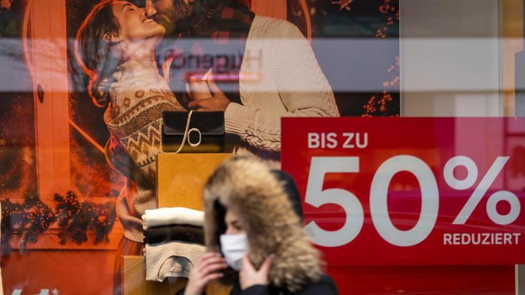 Saksassa koulut etäopetukseen ja suurin osa kaupoista suljetaan
