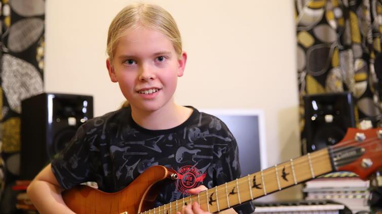 14-vuotias Juho Ranta-Maunus ehdolla maailman parhaaksi nuoreksi kitaristiksi