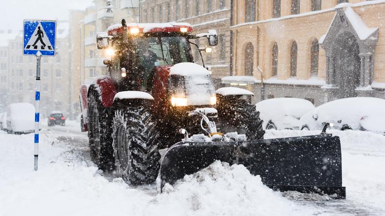 Sankka lumimyrsky laittoi liikenteen sekaisin Etelä-Suomessa