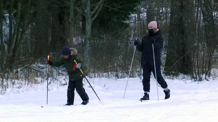 Ekaluokkalaiset pääsivät ladulle Vaasassa - osa ensimmäistä kertaa ikinä